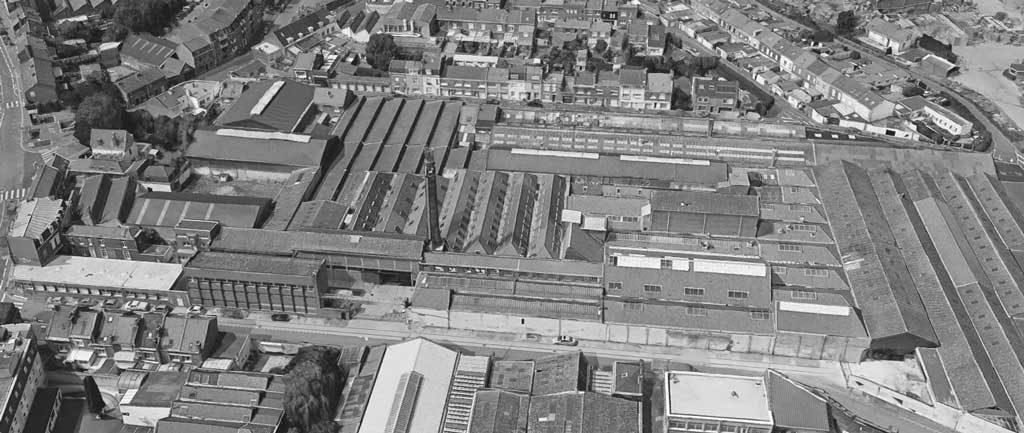 Vue aérienne, en noir et blanc, de l'usine Winckelmans